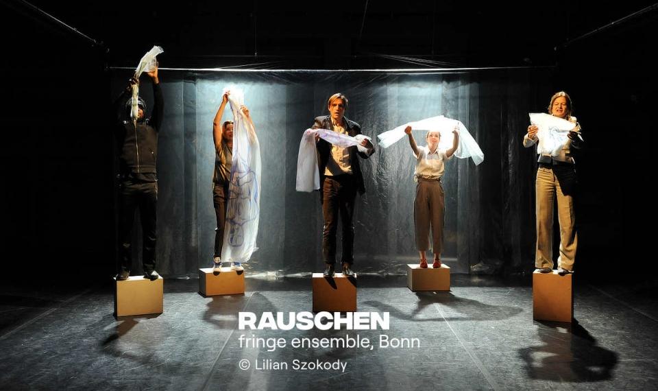 RAUSCHEN Künstlerische Leitung: Frank Heuel, Annika Ley // Regie: Frank Heuel // Bühne, Kostüme, Video: Annika Ley // Musik: Ömer Sarıgedik